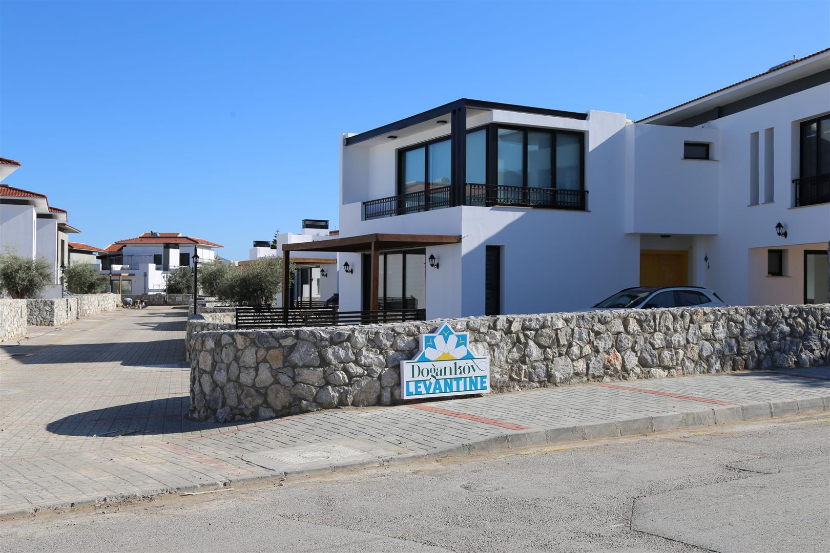 Deluxe 3 bedroom well situated villa
